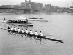 1954 Oxford crew training in London
